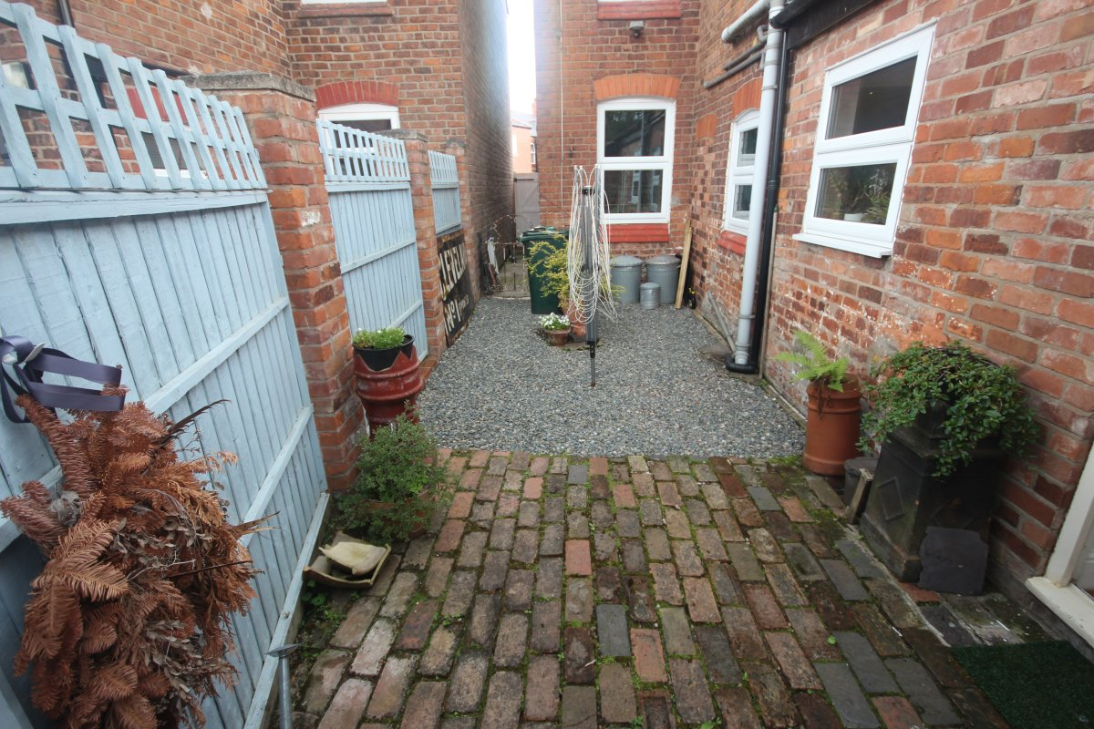 Pearl Lane, Chester